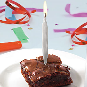 unbranded-spliff-candles--lit