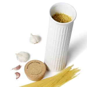 schiefer turm von pasta spaghetti